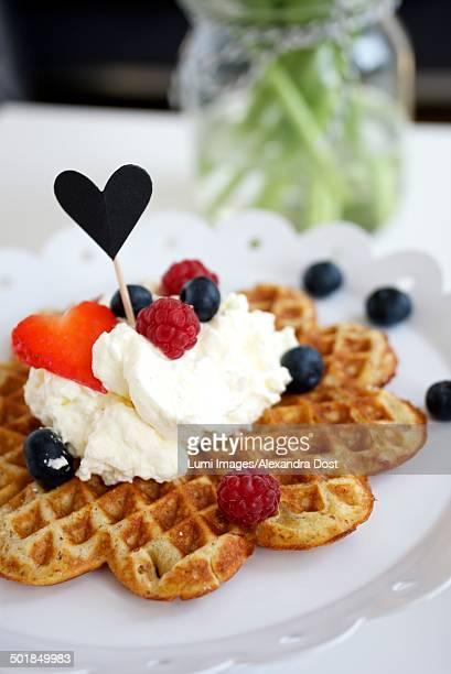 fresh waffle with berries, munich, bavaria, germany, europe - alexandra mora fotografías e imágenes de stock