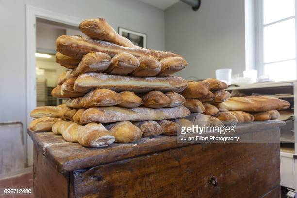 freshly baked french traditional bread. - chedigny photos et images de collection
