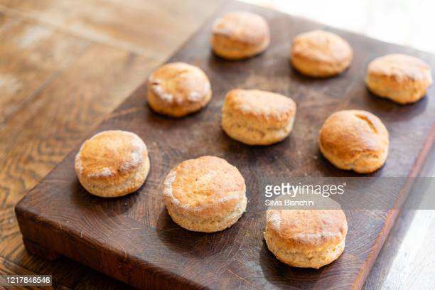 freshly baked scones on wooden board - sweet bun stock pictures, royalty-free photos & images