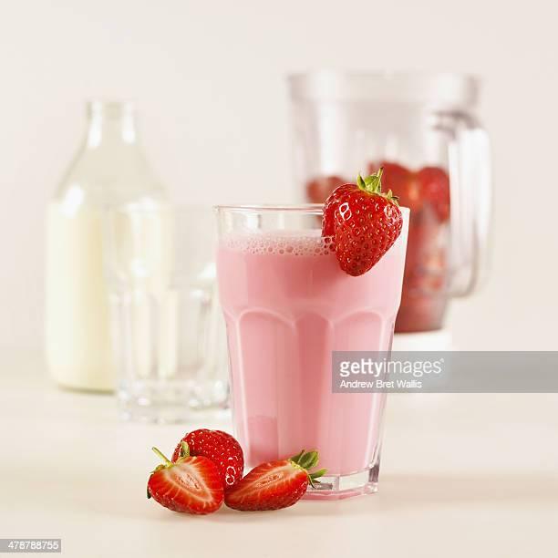 freshly made strawberry milk shake and ingredients - strawberry milkshake and nobody stock pictures, royalty-free photos & images