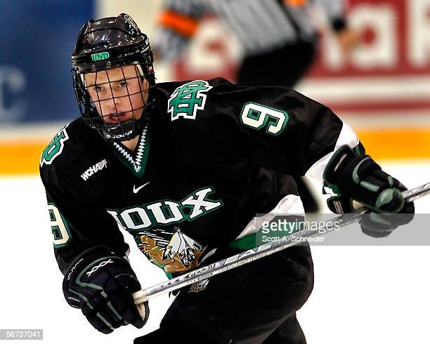 Freshman Jonathan Toews of the North Dakota Fighting Sioux skates against the Minnesota Golden Gophers on January 14, 2006 at Mariucci Arena in...