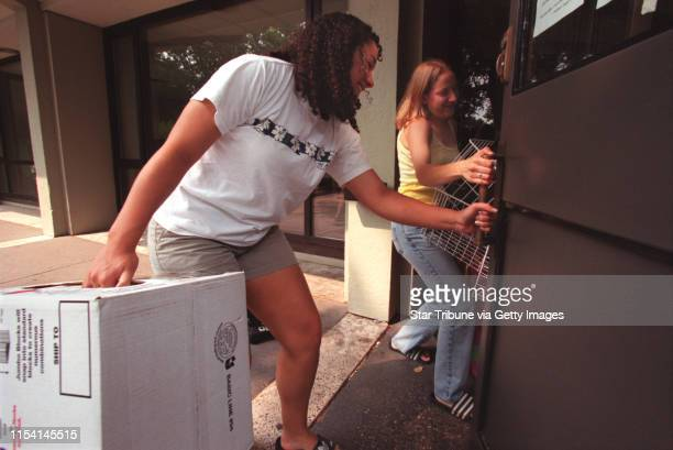 Freshmen students at Macalester College moving in for start of classes St Paul Sunday August 27 2000 IN THIS PHOTO Sarah Graves left of Lawrence KS...