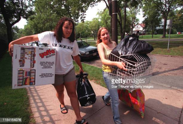 Freshmen students at Macalester College moving in for start of classes St Paul Sunday August 27 2000 IN THIS PHOTO Sarah Graves of Lawrence Kansas...