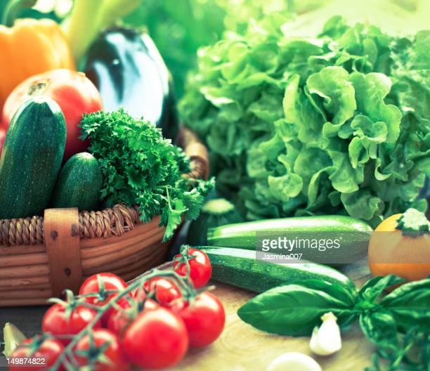 la fraîcheur des légumes - panier photos et images de collection