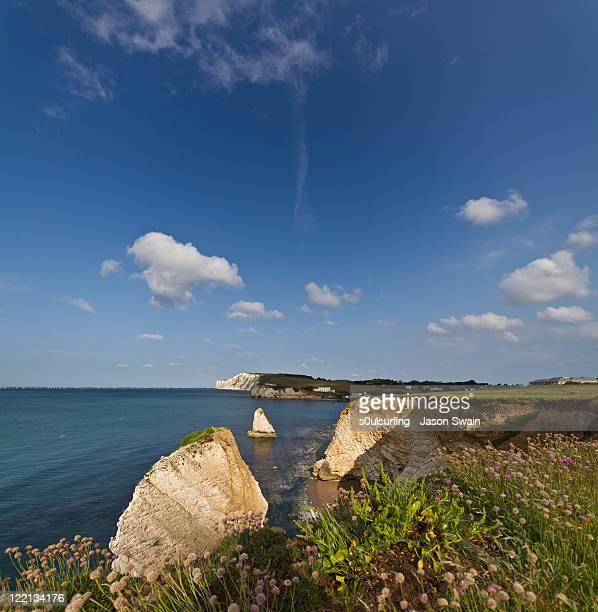 freshwater bay blues. uk coastal scenes - s0ulsurfing stock-fotos und bilder