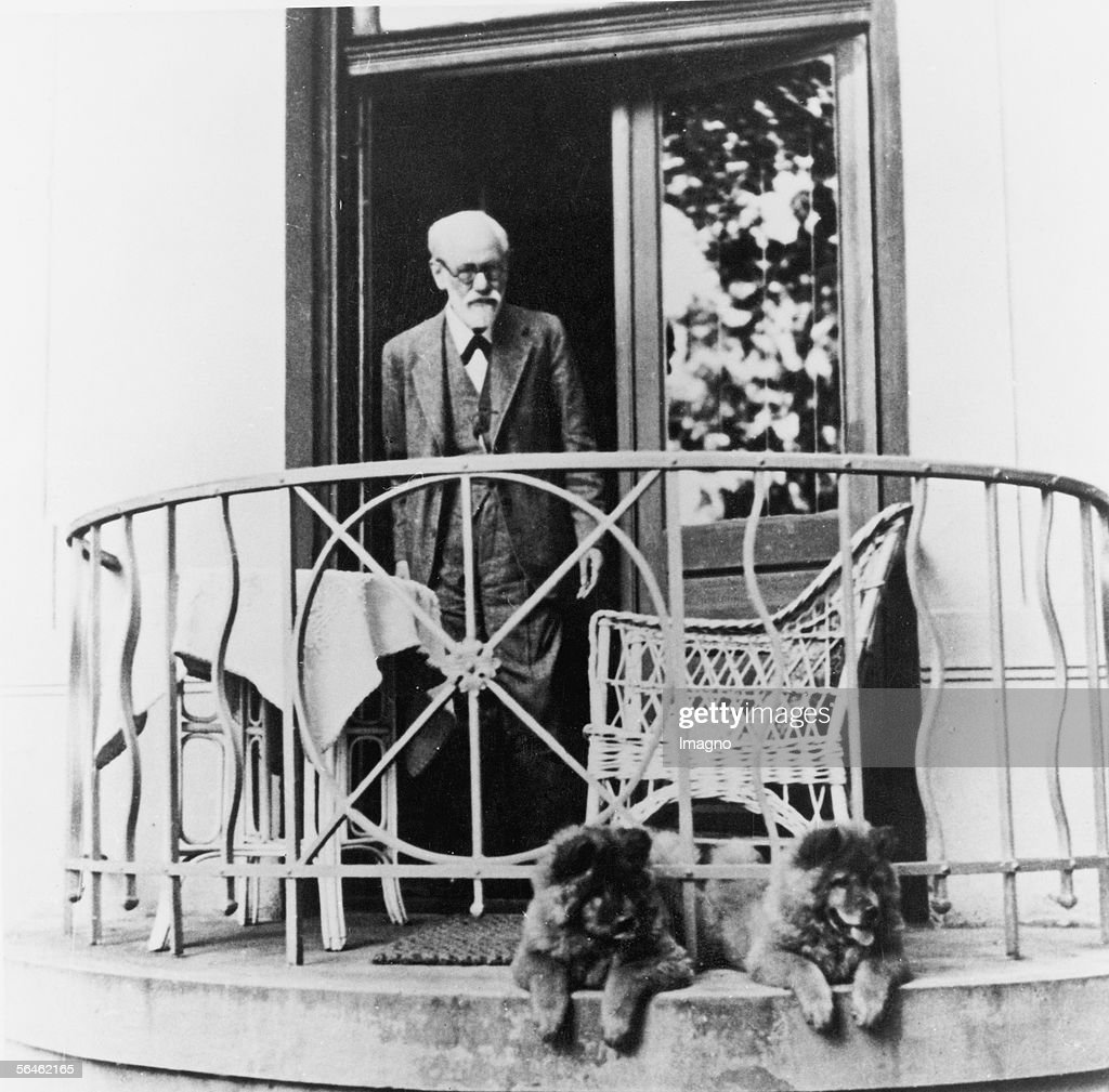 Sigmund Freud on the balcony with his dogs : News Photo
