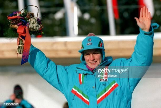 Freude bei Gerda Weißensteiner die am Gold gewann in der RennschlittenEntscheidung der Damen bei den XVII Olympischen Winterspielen von Lillehammer...