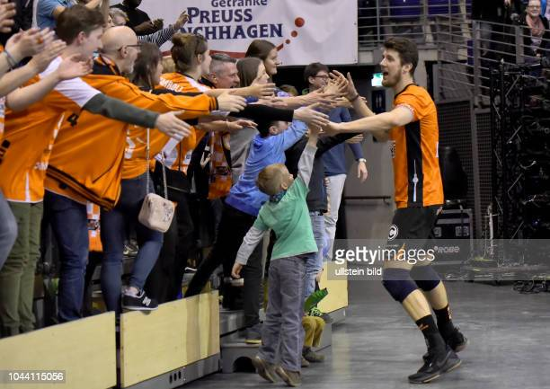 Freude,Jubel mit den Faens,Adam White Volleyball Bundesliga:Berlin Recycling Volleys vs. United Volleys Rhein-Main am in Berlin, Max_Schmeling_Halle,...