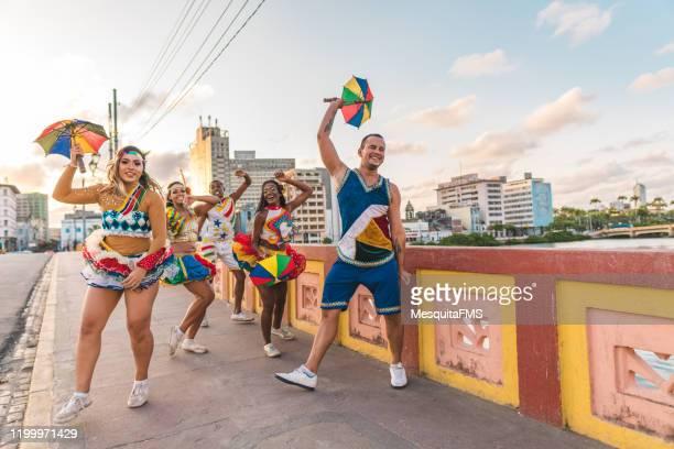 frevo professional dancers - frevo imagens e fotografias de stock