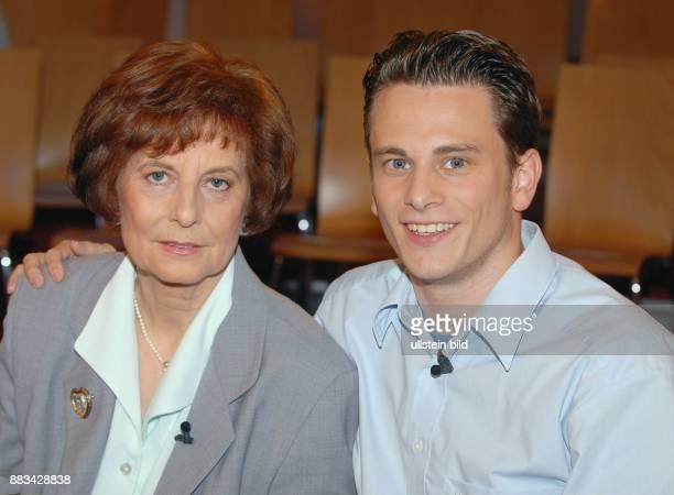 Freya Barschel - Witwe des CDU-Politikers Uwe-Barschel - mit Sohn Christian-Albrecht -