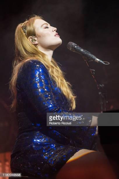 Freya Ridings performs on stage at O2 Academy Glasgow on November 12, 2019 in Glasgow, Scotland.