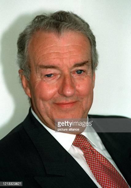 früherer Präsident der Bundesbahn aufgenommen am 24796 in seinem Büro in Frankfurt/M