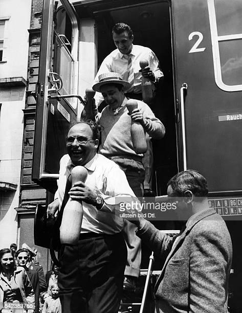Fröhliche Kegelpartievon oben Gustav 'Bubi' Scholz WolfgangGruner und Walter Gross Himmelfahrt 1957