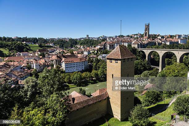 fribourg medieval fortifications in switzerland - フリブール州 ストックフォトと画像