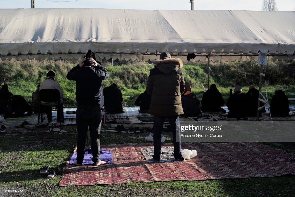 Friday Prayer At Bobigny Mosque : Nieuwsfoto's