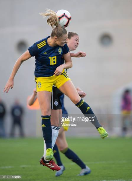 Fridolina Rolfo of Sweden and Melanie Leupolz of Germany during the Algarve Cup quarterfinal match between Gernany Women and Sweden Women at Estádio...