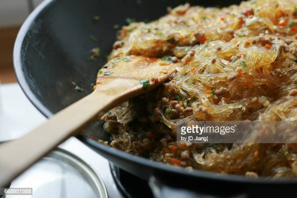 Fried cellophane noodles in the pan.