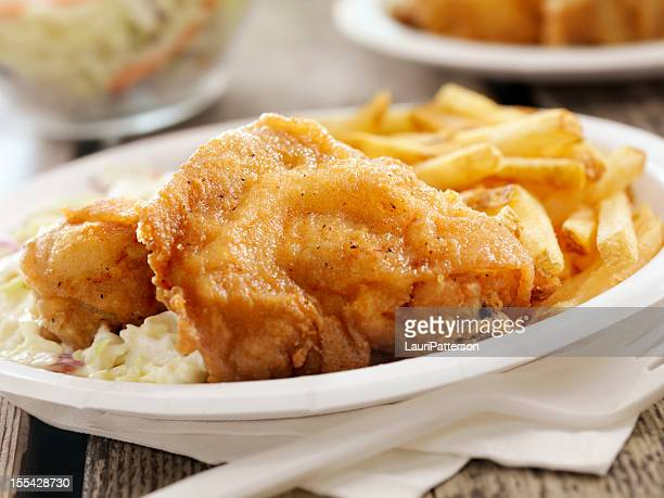 fried chicken at a picnic - paper plate stock photos and pictures