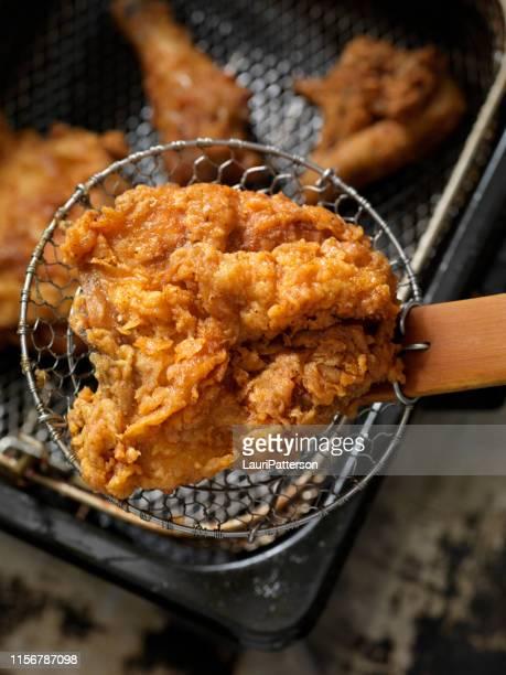 poulet frit - poulet frit photos et images de collection