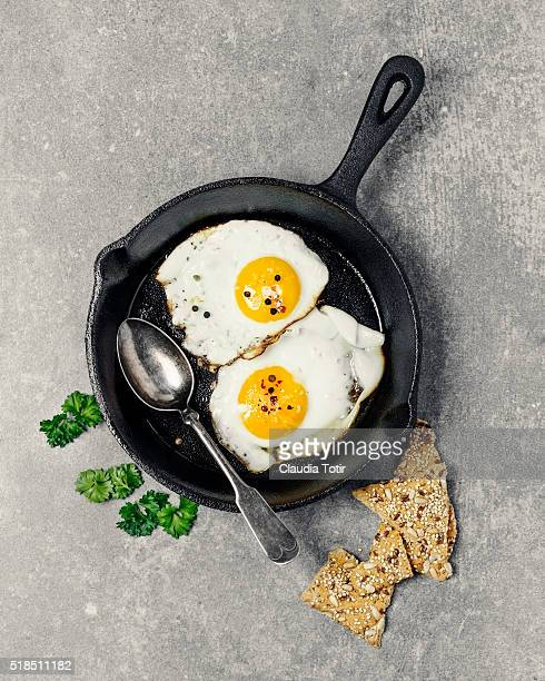 fried eggs - fried eggs stock pictures, royalty-free photos & images