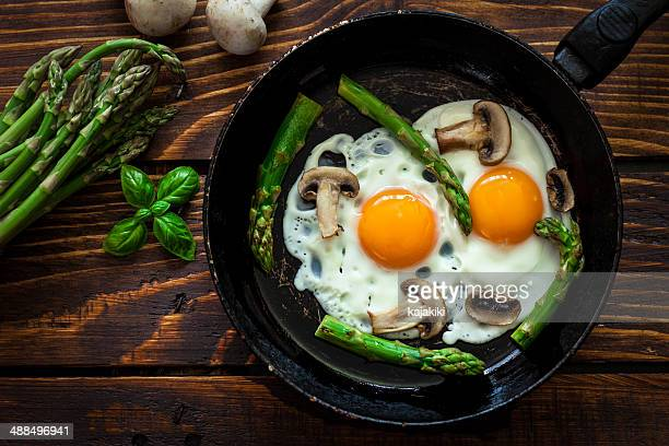 fried eggs with asparagus - fried eggs stock pictures, royalty-free photos & images