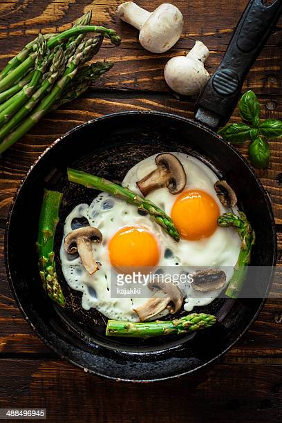 Fried Eggs With Asparagus