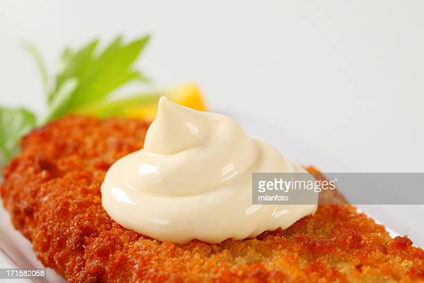 Filet de poisson frit avec de la mayonnaise