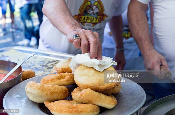 fried pizza - italia stockfoto's en -beelden