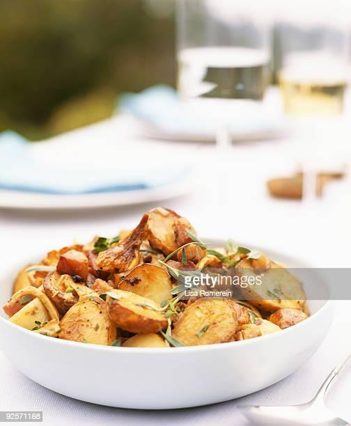 fried potatoes - accompagnement photos et images de collection