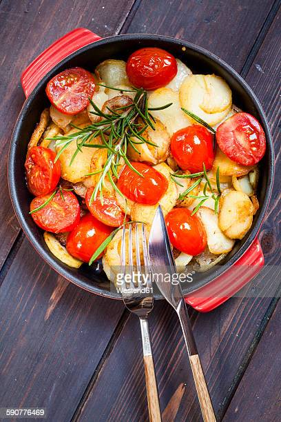 Fried potatoes with tomatoes and rosmary