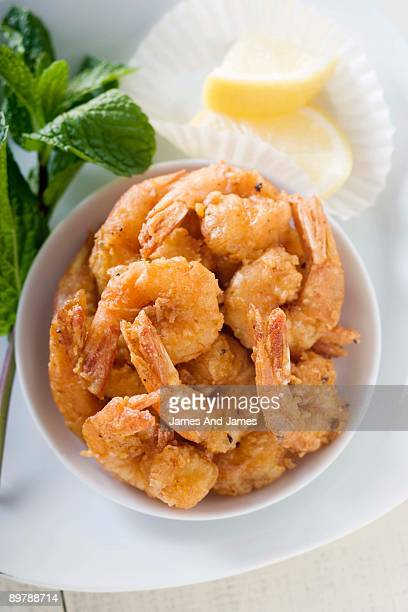 Fried shrimp with lemon