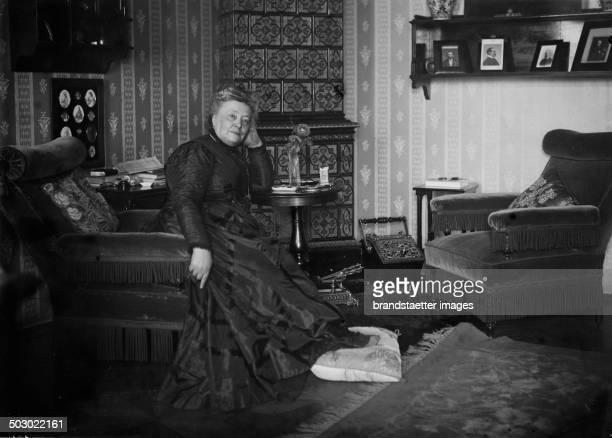 Friedensnobelpreisträgerin Bertha von Suttner 1911 Photographie von Karl Winkler