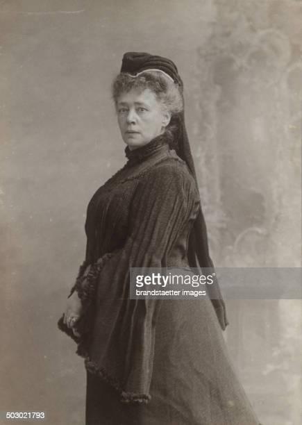 Friedensnobelpreisträgerin Bertha von Suttner mit Witwenschleier 1906 Photographie von Carl Pitzner