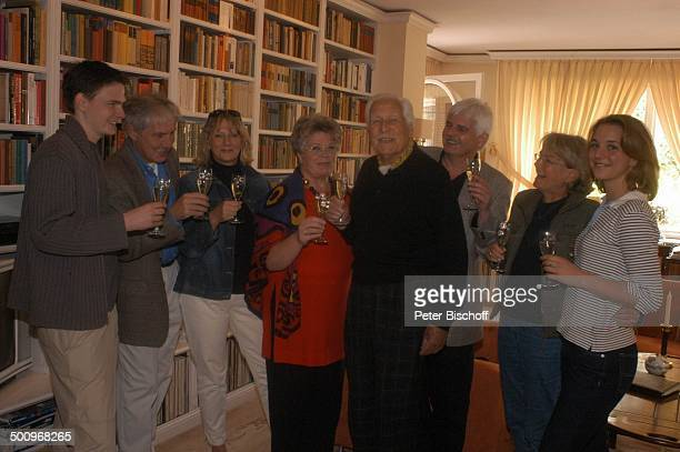Friedrich Schoenfelder, Ehefrau Monika, , Enkelsohn Jan Schoenfelder, dessen Vater Mario Schoenfelder, dessen Ehefrau Christiane Schoenfelder, Sohn...