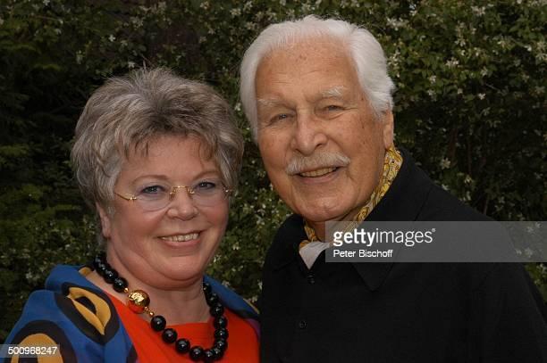 Friedrich Schoenfelder, Ehefrau Monika, Homestory, Berlin, , Schauspieler, Promi P.-Nr.: 695/2004, HS; Foto: P.Bischoff/CD; Veröffentlichung nur...