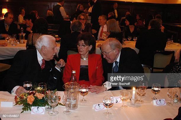 Friedrich Schoenfelder mit Curth Flatow und Ehefrau Brigitte Party zum 80 Geburtstag von P e e r S c h m i d t Restaurant Moorlake Berlin Wannsee...