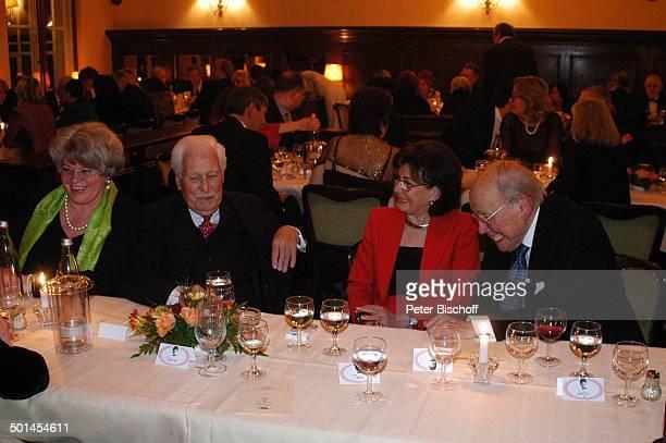 Friedrich Schoenfelder und Ehefrau Monika mit Curth Flatow und Ehefrau Brigitte Party zum 80 Geburtstag von P e e r S c h m i d t Restaurant Moorlake...
