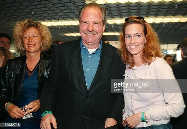 """Friedrich von Thun, Ehefrau Gaby;Schniewind, Tochter Gioia, """"Michael;Jackson & Friends""""- Benefiz-Konzert,;München, Olympiastadion,"""