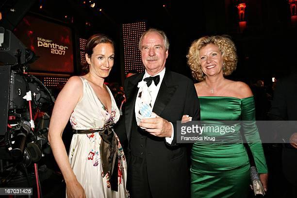 Friedrich Von Thun Und Ehefrau Gaby Tochter Gioia Bei Der Verleihung Des Bayerischen Fernsehpreises In München Am 260507