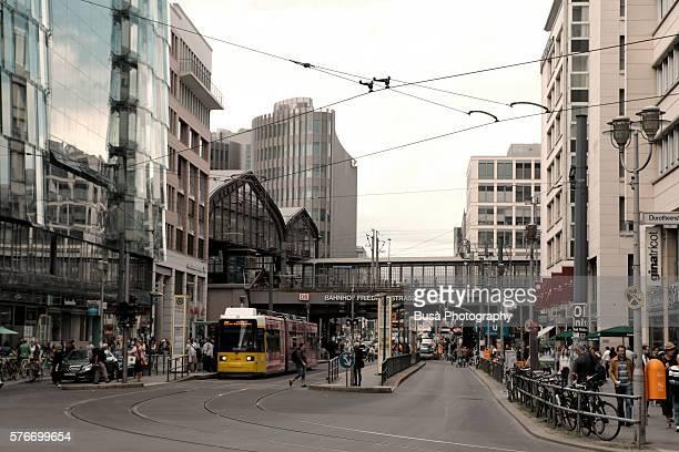 friedrichstrasse s-bahn, u-bahn and railway station in the center of berlin, germany - u bahnsteig stock-fotos und bilder