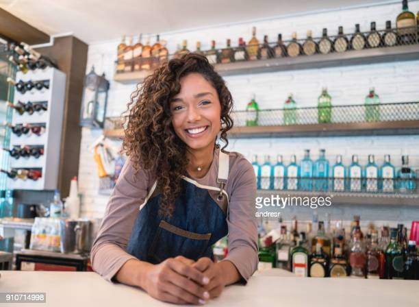 friendly waitress working at a restaurant - bartender stock pictures, royalty-free photos & images