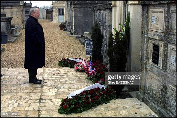 Friends And Relatives Deceased President Francois Mitterrand Commemorate The 6 Th Anniversary Of His Death On August 1St 2001 In Jarnac France Michel...