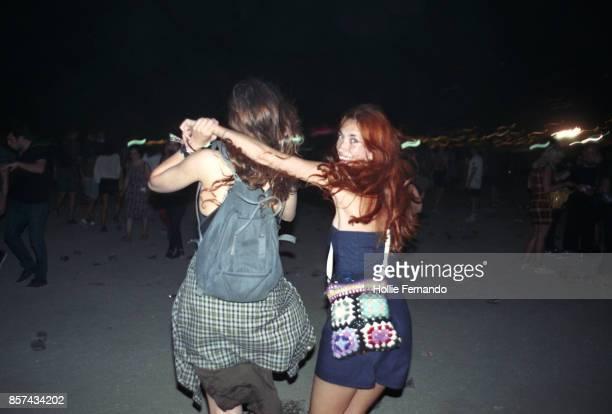 friends at a festival - color tipo de imagen fotografías e imágenes de stock