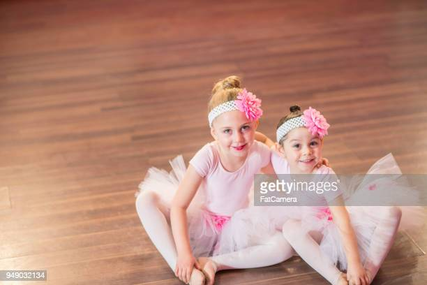 friends at ballet class - performing arts center stock pictures, royalty-free photos & images