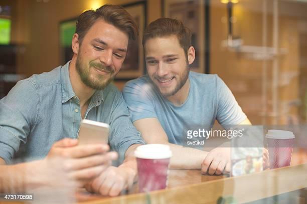 Freunde im Café.