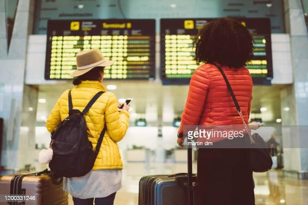 空港の友人 - 取り消し ストックフォトと画像