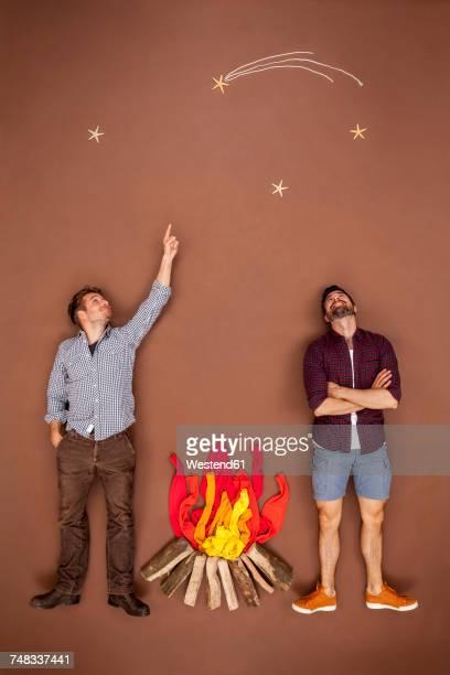 friends at the campfire looking at the stars - stella cometa foto e immagini stock