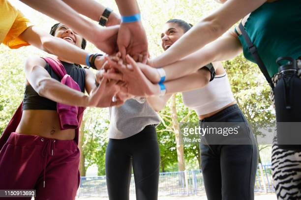 friends bonding before a run. - sports team stock pictures, royalty-free photos & images