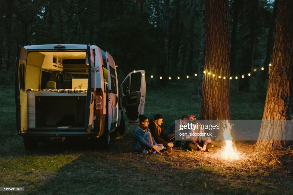 Friends camping near the forest : Foto de stock