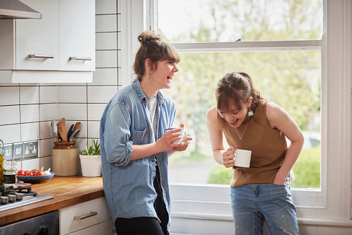 Friends chatting in kitchen - gettyimageskorea